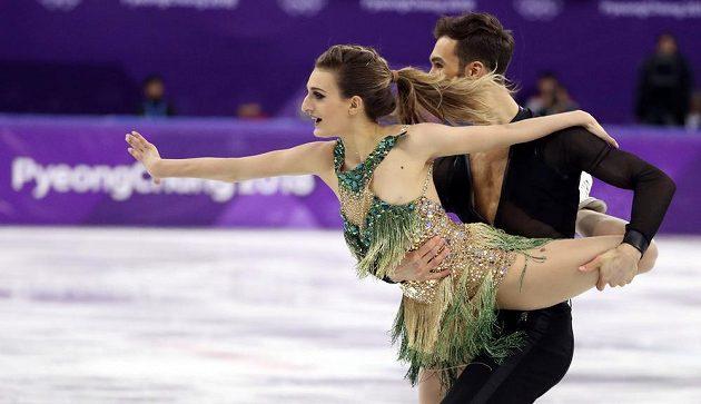Francouzi Gabriella Papadakisová s Guillaumem Cizeronem. Partnerka měla potíže s kostýmem,za krkem nevydržel...