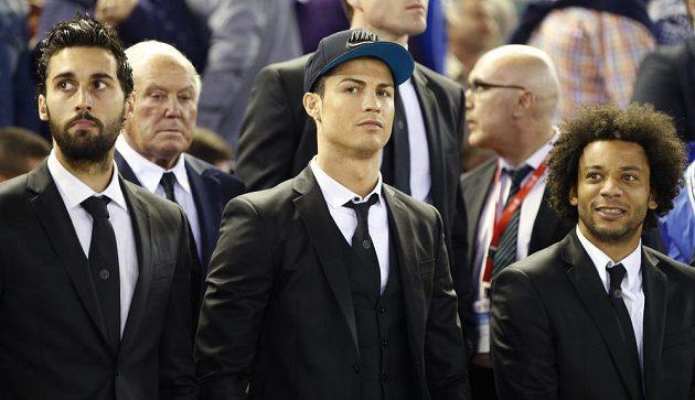 Hráči Realu Madrid Alvaro Arbeloa, Cristiano Ronaldo a Marcelo sledovali finále Španělského poháru proti rivalovi z Barcelony jen z tribuny.
