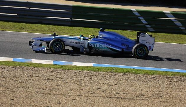 Nico Rosberg za volantem monopostu Mercedes W04.
