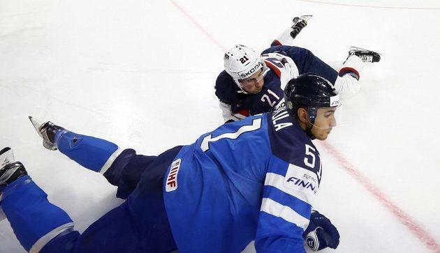 V nehokejové pozici se ocitli během čtvrtfinále mistrovství světa Američan Dylan Larkin a Fin Valtteri Filppula.