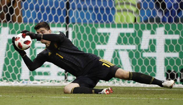 Belgický brankář Thibaut Courtois zasahuje ve čtvrtfinále mistrovství světa v zápase s Brazílií.