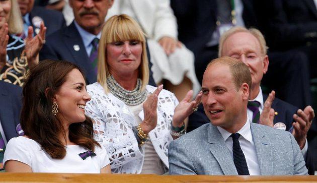 Prince William s manželkou Kate při finále Wimbledonu.
