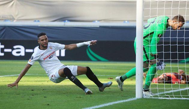 Youssef En-Nesyri dává druhý gól Sevilly proti AS Řím