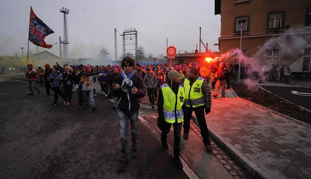 Téměř dva tisíce budějovických fanoušků přijely do Jihlavy zvláštním vlakem a vyrazili na Horácký stadión.
