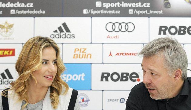 Ester Ledecká se svým lyžařským trenérem Tomášem Bankem.