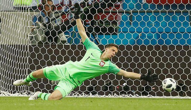 Polský brankář Wojciech Szczesny inkasuje třetí gól v duelu s Kolumbií.