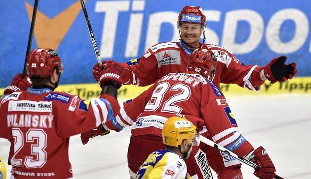 Zleva Jiří Polanský, Tomáš Kopecký a Vladimír Dravecký z Třince se radují z gólu ve zlíně.