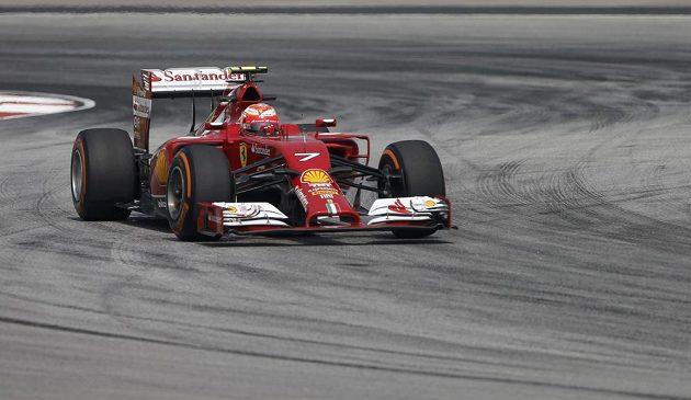 Kimi Räikkönen s vozem Ferrari při měřeném tréninku v malajsijském Sepangu.