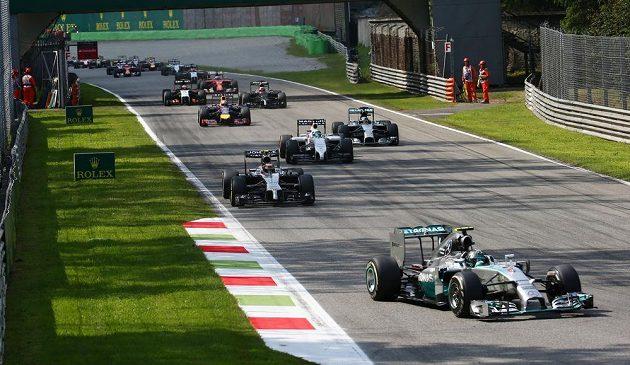 Momentka z nedělní Velké ceny Itálie na okruhu v Monze.