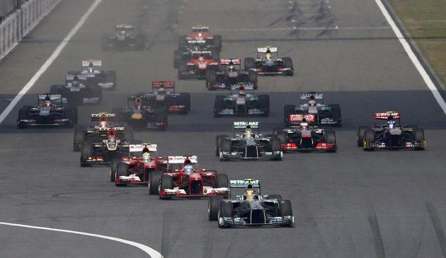 Start závodu GP v Šanghaji proběhl hladce, bez karambolů.
