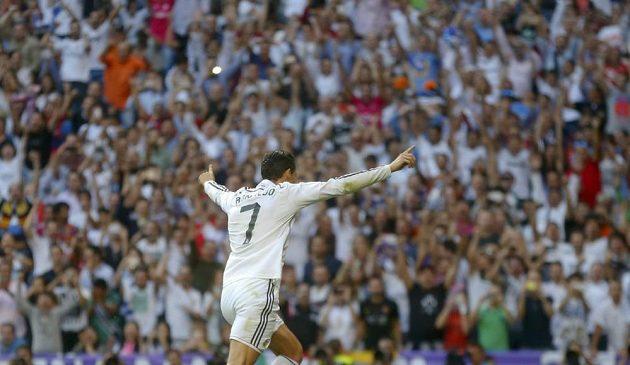 Cristiano Ronaldo se raduje z vyrovnávacího gólu proti Barceloně.