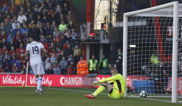 Diego Costa z Chelsea slaví gól do sítě Bournemouthu.
