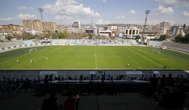 Nejvyšší soutěž v Kosovu - duel mezi týmy KF Priština a KF Llapi.