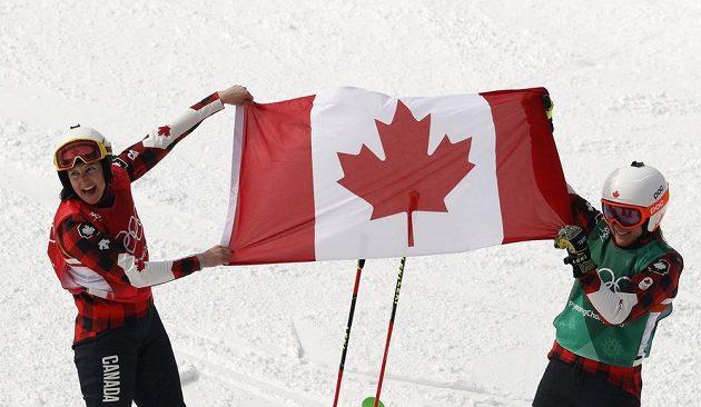Kanaďanky ovládly finále skikrosařek. Vyhrála Kelsey Serwaová před Brittany Phelanovou. Měly z toho obrovskou radost.
