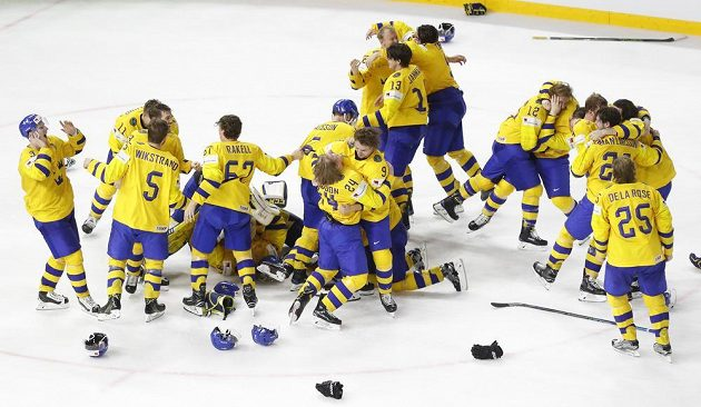 Pár sekund po konečném výsledku, Švédové jsou mistři světa.