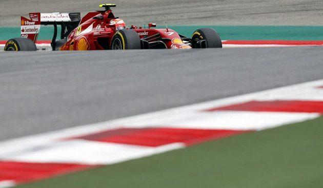 Kimi Räikkönen s vozem Ferrari při měřeném tréninku na Velkou cenu Rakouska F1.