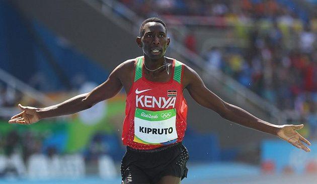 Conseslus Kipruto oslavuje olympijské zlato.