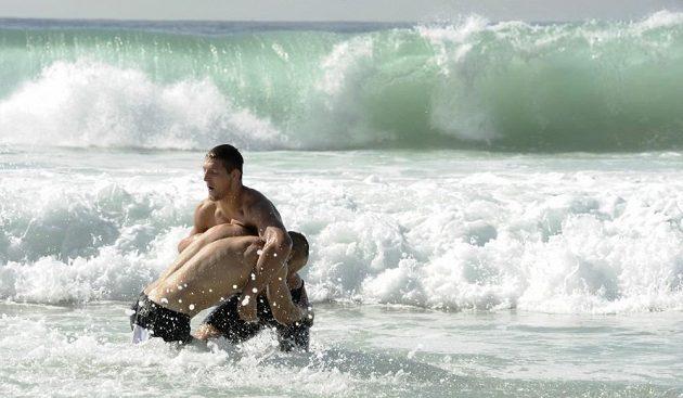 Čeští reprezentanti Alexandr Jurečka a Lukáš Krpálek si na slavné pláži Copacabana v Rio de Janeiru užíval volno před sobotním závodem na MS judistů.