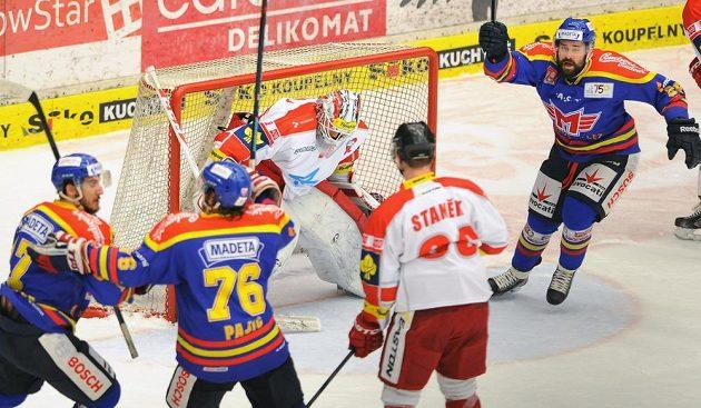 Českobudějovičtí hráči - (zprava) David Kuchejda, Rok Pajič a Michal Švihálek - se radují před brankou Jiřího Trvaje z Olomouce.