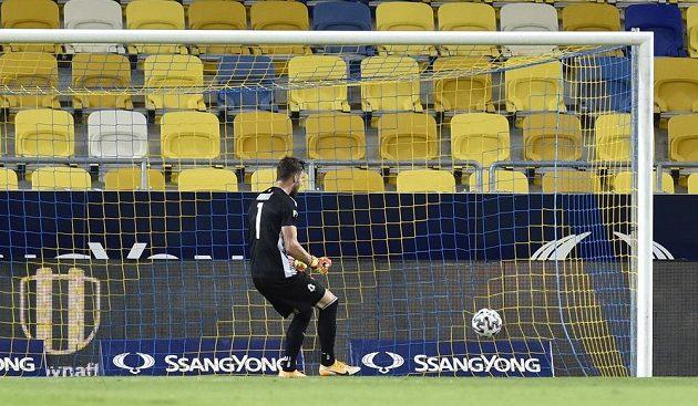 Brankář Jablonce Jan Hanuš po prvním inkasovaném gólu v Dunajské Stredě.