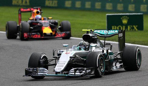 Pilot Mercedesu Nico Rosberg na trati při Velké ceně Belgie.