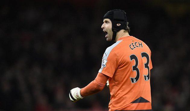 Brankář Arsenalu Petr Čech se raduje z vítězství nad Citizens.