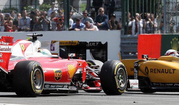 Nehoda Kimiho Räikkönena v prvním kole Velké ceny Belgie.
