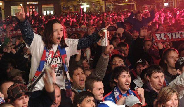 V centru Plzně bylo veselo až do rána.