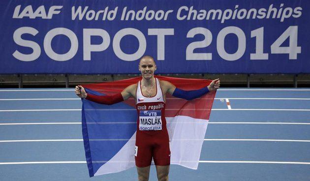 Pavel Maslák s českou vlajkou po triumfu na HME v Sopotech.