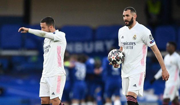 Karim Benzema a Eden Hazard po inkasovaném gólu od Chelsea