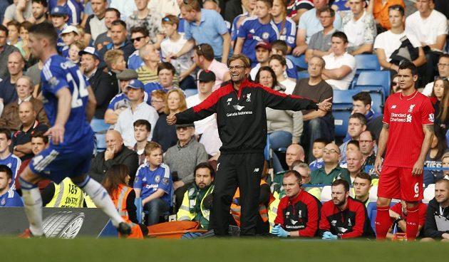 Kouč Liverpoolu Jürgen Klopp během utkání ma Stamford Bridge.