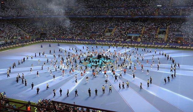 Slavnostní ceremoniál na San Siru před finále Ligy mistrů.