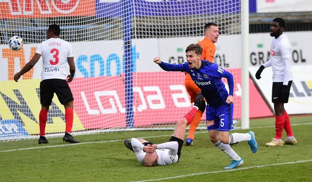 Kryštof Daněk z Olomouce se raduje z gólu.