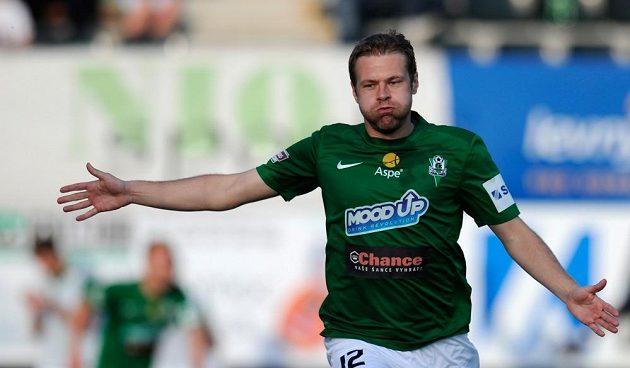 Karel Piták oslavuje postupový gól Jablonce nad Libercem.