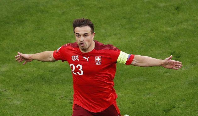 Švýcarský fotbalista Xherdan Shaqiri slaví gól ve čtvrtfinále EURO.