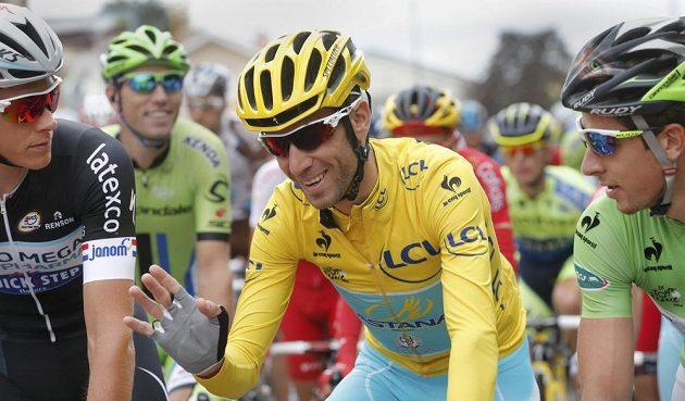 Vedoucí muž letošní Tour De France Vincenzo Nibali z Itálie hýřil na startu osmé etapy dobrou náladou.