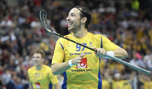 Robin Nilsberth ze Švédska se raduje z gólu.