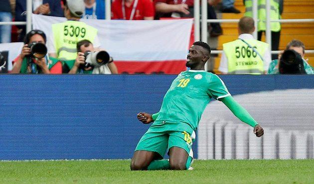 Senegalský fotbalista M'Baye Niang slaví, po chybě polské defenzivy vstřelil pohodlně druhý gól senegalského celku v utkání MS.