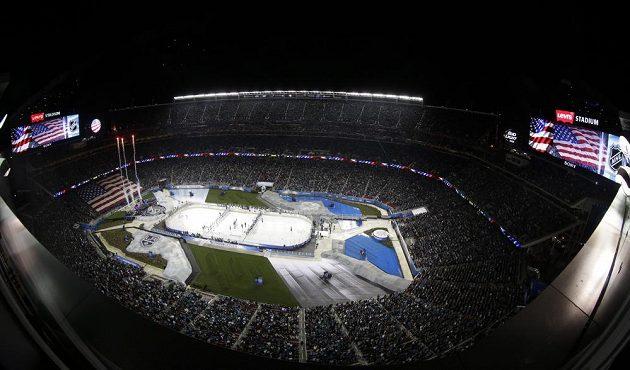 Pohled shora na Levi's Stadium v Santa Claře, kde se konal souboj San Jose s Los Angeles.