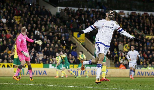 Radující se Diego Costa. Chelsea po jeho trefě potřetí za sebou zvítězila.