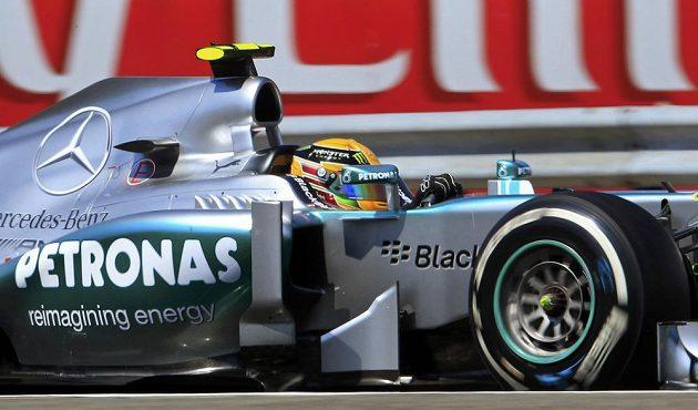 Lewis Hamilton z Mercedesu na trati Velké ceny Maďarska na Hungaroringu.