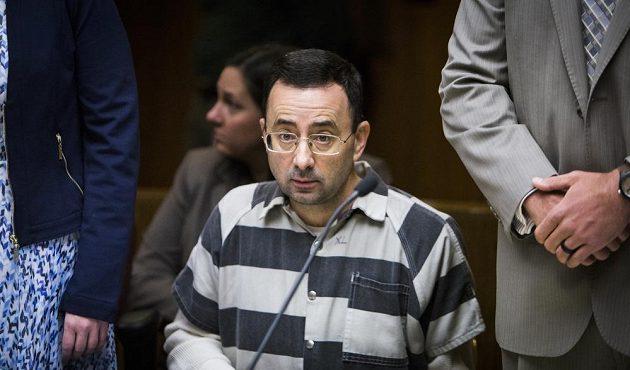 Larrymu Nassarovi hrozí za sexuální zneužití mladistvých gymnastických svěřenkyň dlouholeté vězení.