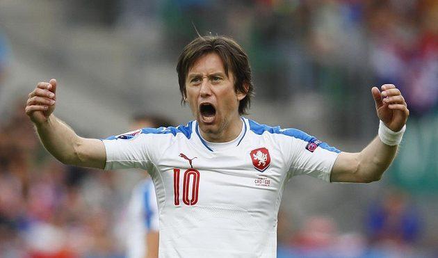 Tomáš Rosický se raduje z gólu Milana Škody proti Chorvatsku.