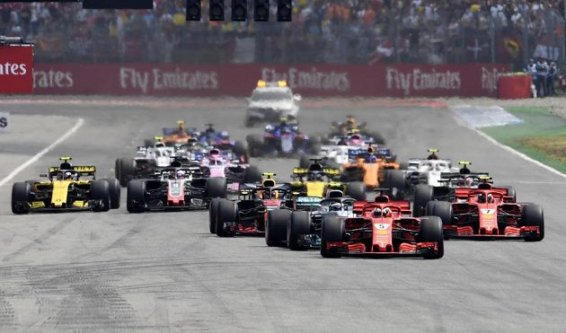 Z prvního místa do Velké ceny Německa formule 1 na okruhu v Hockenheimu vyrazil Sebastian Vettel.