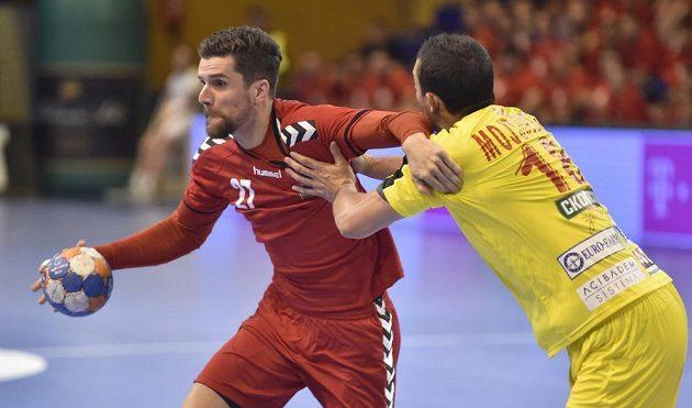 Český reprezentant Ondřej Zdráhala (27) pří úvodním utkání play off kvalifikace mistrovství světa házenkářů proti Makedonii.