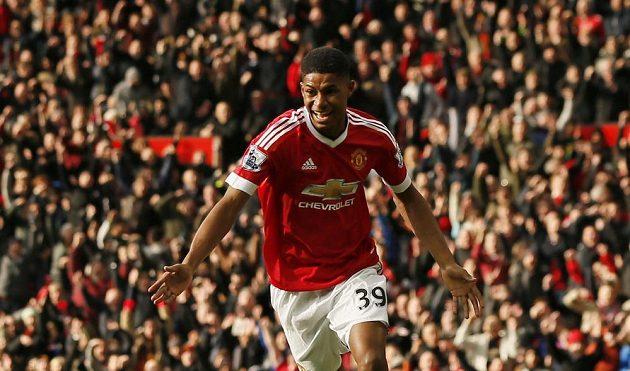Marcus Rashford z Manchesteru United oslavuje gól proti Arsenalu.