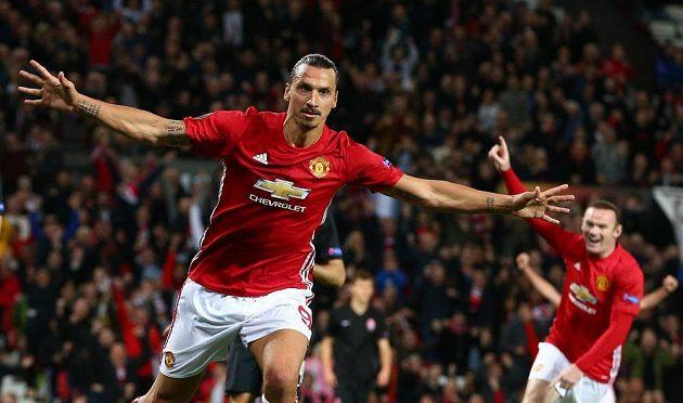 Zlatan Ibrahimovic, kanonýr Manchesteru United, se raduje. Jediným gólem skolil Luhaňsk.