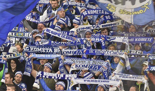 Fanoušci Komety oslavují vítězství Brna na ledě Jihlavy.