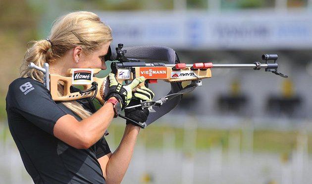 Gabriela Soukalová piluje střelbu.