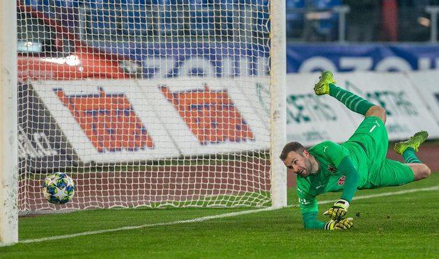 Brankář Slavie Ondřej Kolář během osmifinále MOL Cupu.